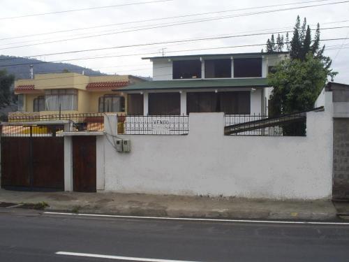 Pomasqui, amplia casa, excelente ubicacion