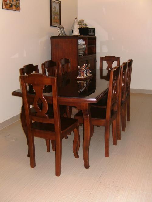 Comedor de 8 puesto en madera de cedro color caoba
