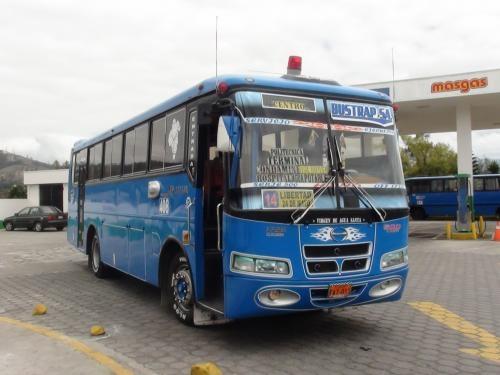 Fotos de Se vende bus hino con puesto en riobamba ecuador 3