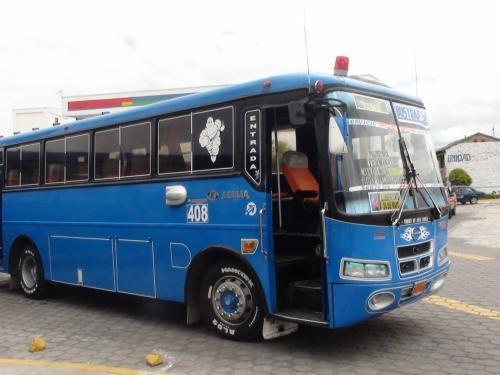 Fotos de Se vende bus hino con puesto en riobamba ecuador 4