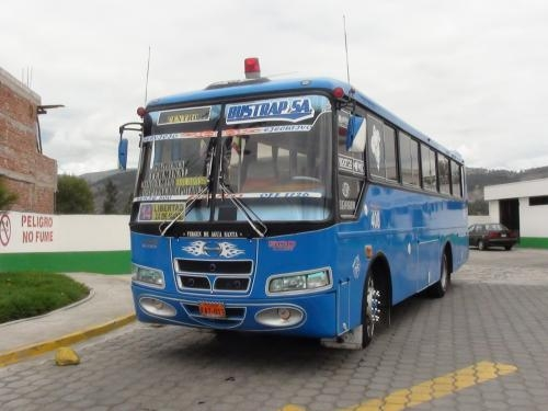 Fotos de Se vende bus hino con puesto en riobamba ecuador 2