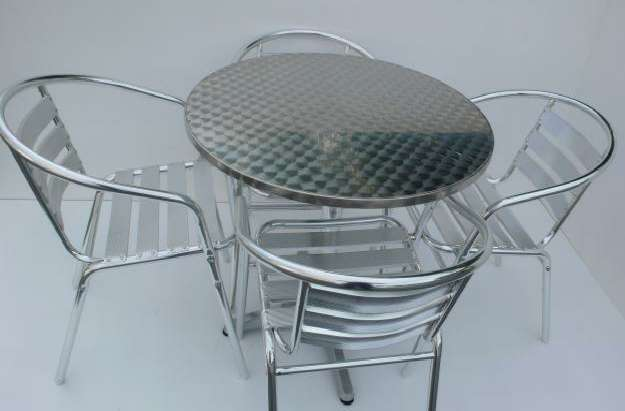 Muebles de madera mesas y sillas para bares aluminio for Mesa y sillas de aluminio para jardin