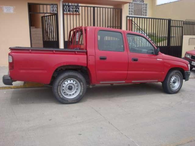 Fotos de vendo camioneta abina doble toyota 4x2 hilux en Azuay