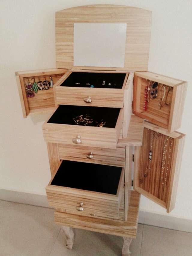 Mueble joyero de madera con ocho cajones y parte superior for Muebles con cajones de madera