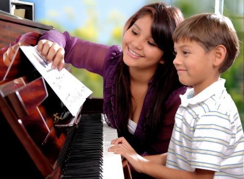 Cursos de piano, guitarra, canto y violín en