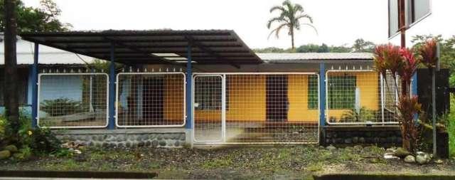 Vendo casa en el puyo con terreno de 345 m2 buen precio