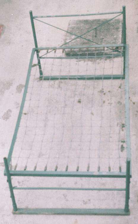 Resistente cama metálica de una plaza