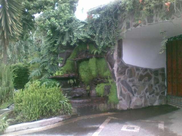 Cascada en la entrada en la entrada