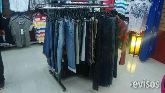 8c1ed13166be Exhibidores y maniquies en Quito - Ropa y calzado