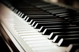 Clases personalizadas de canto y piano