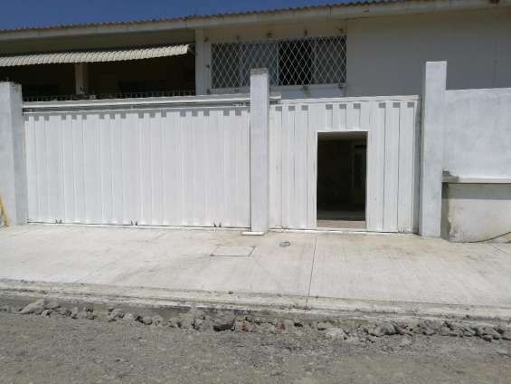 Vista de entrada de la casa principal
