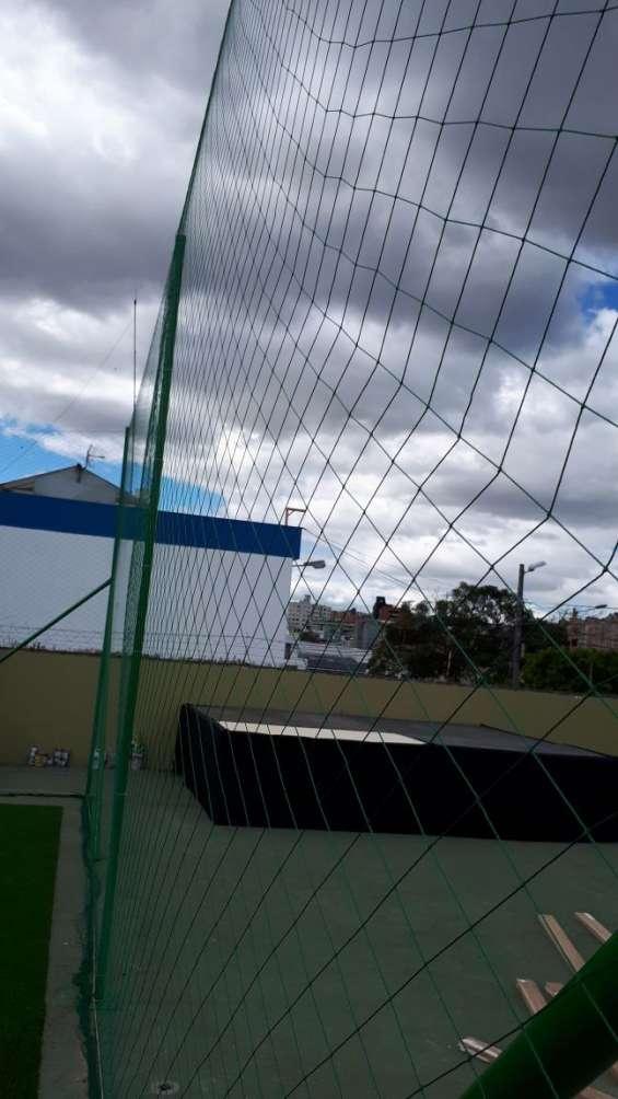 Mallas deportivas de cerramiento de laterales de canchas