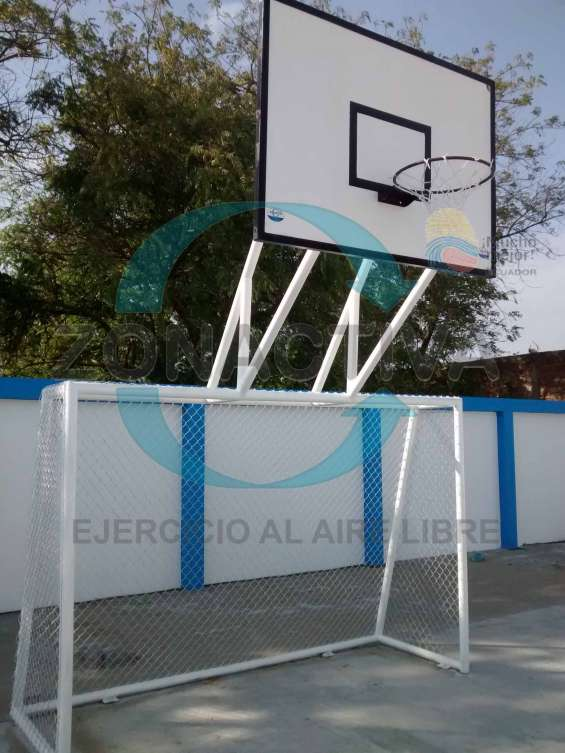 Arcos de indor con tablero de basquet..