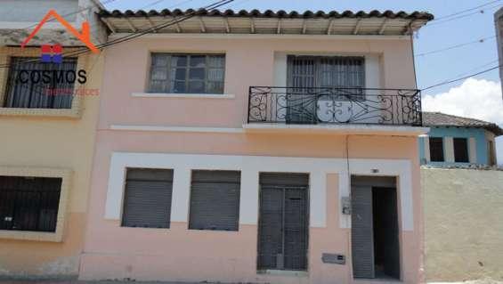Se vende una casa antigua en el centro de otavalo