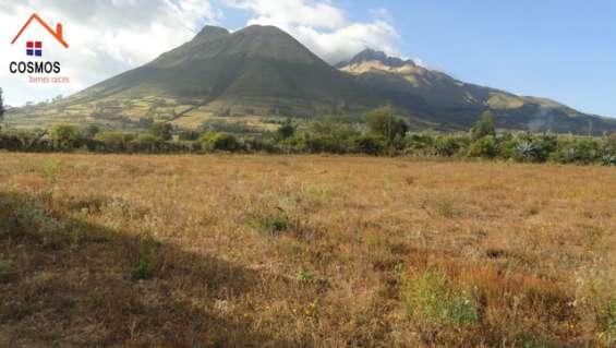 Se vende un terreno de 6.393 m2 en otavalo sector san pablo del lago